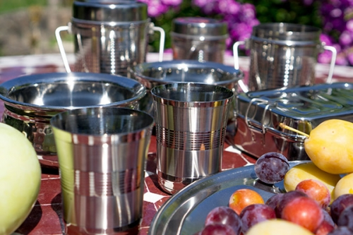 Crockery made of stainless steel