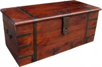 Colonial style chest R251