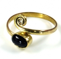 brass toe ring, goat jewellery with onyx - gold